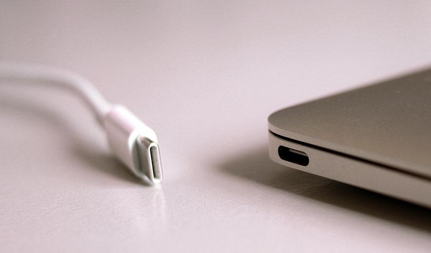usb-c macbook port